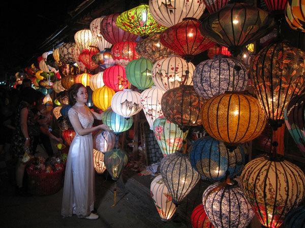 Hoi An ancient town seek ways to improve tourism quality