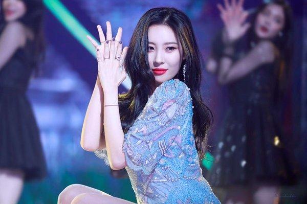 TWICE thêm 2 đêm diễn sau khi Mina trở lại hậu chấn thương tâm lý