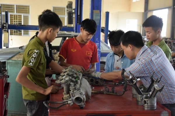 Đào tạo nghề miễn phí cho học sinh có hoàn cảnh khó khăn