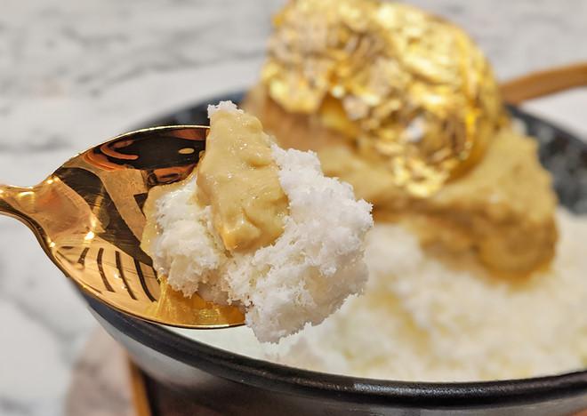 Sầu riêng phủ vàng 24K, món tráng miệng sang chảnh hút khách