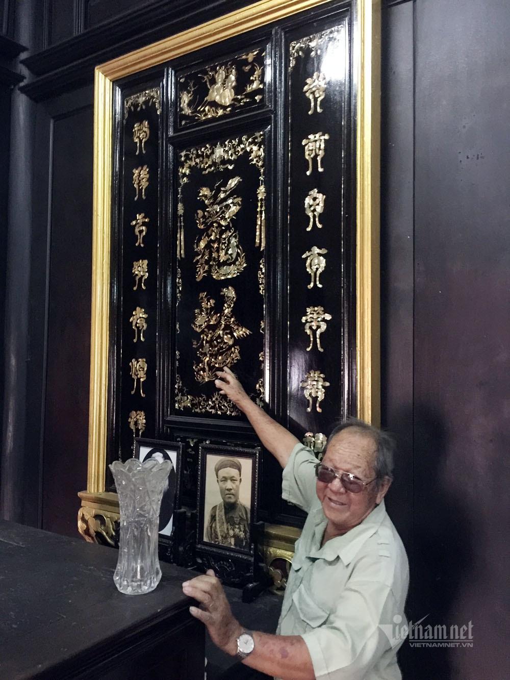 Ngôi nhà toàn gỗ quý của ông chủ giàu có ở Bình Dương