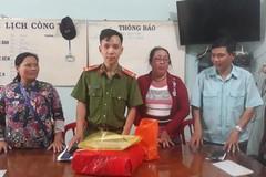 Người bán vé số nghèo ở Bình Phước trả lại 100 triệu đồng nhặt được