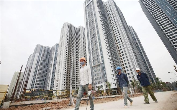 Capital flows into real estate sector despite VN central bank's measures to tighten lending