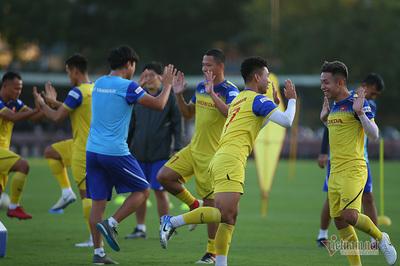 Vắng hơn nửa đội, tuyển Việt Nam cười thả ga rồi... nghỉ
