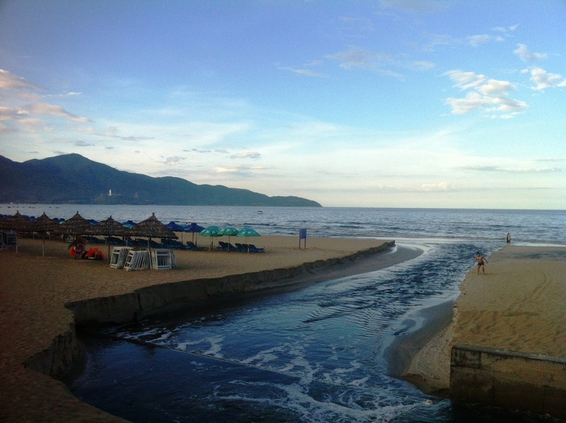 Da Nang,Son Tra Peninsula,beach cleaning,Vietnam environment