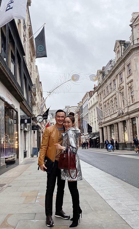 Những sao Việt có bạn gái nóng bỏng kém chục tuổi