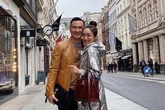 Chi Bảo tình tứ với bạn gái kém 16 tuổi khi đi du lịch