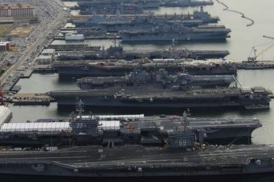 Một loạt tàu sân bay Mỹ đột nhiên 'đắp chiếu'