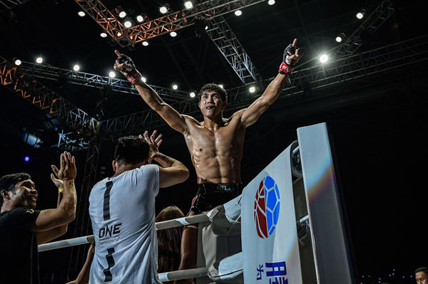 Vietnam's top Muay Thai fighter will compete in ONE Championship in Singapore