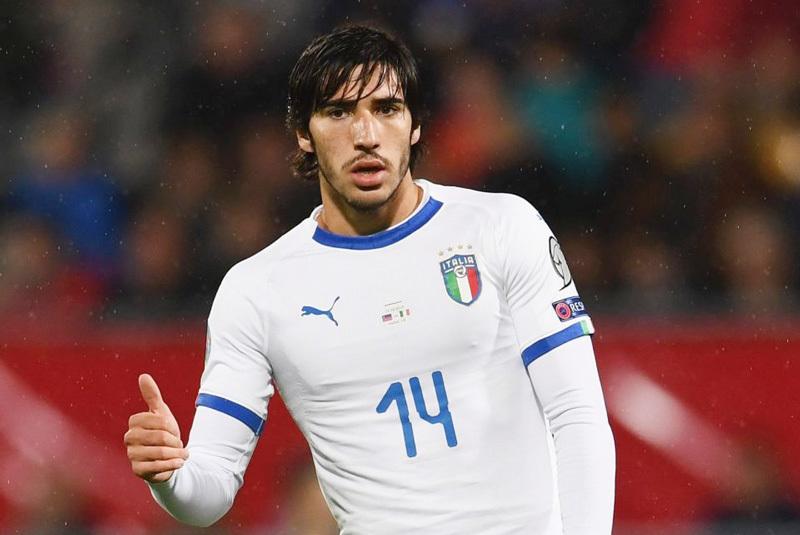 MU vung 40 triệu bảng chiêu mộ 'Pirlo mới'