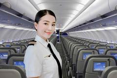 Nữ phi công đẹp nhất Việt Nam lấy chồng Tây hóa ra là 'người quen' showbiz