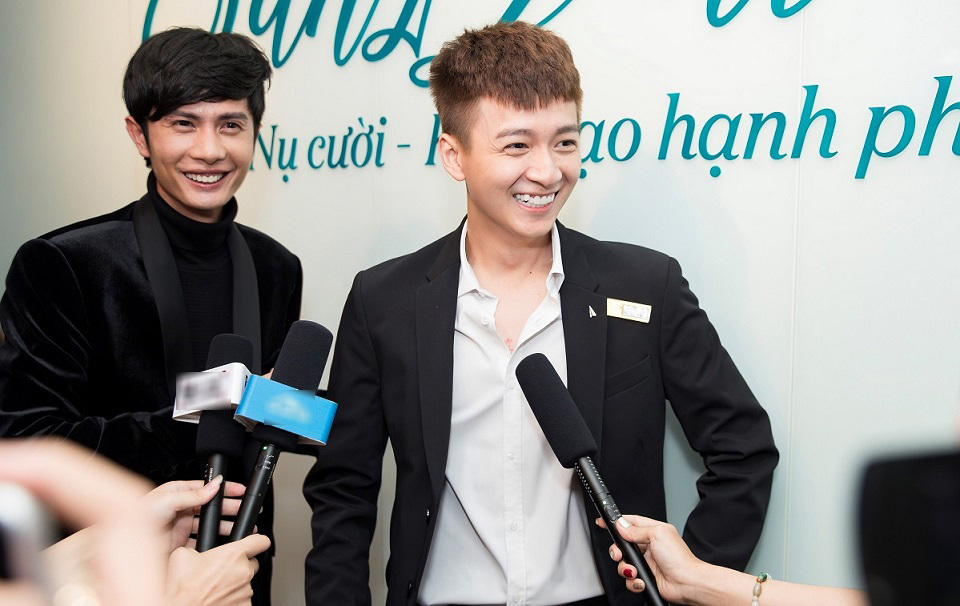 Sĩ Thanh gợi cảm chúc mừng bạn trai Huỳnh Phương làm ông chủ