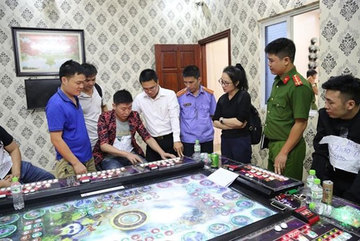 Bac Ninh police arrest 24 foreigners in raid on gambling dens