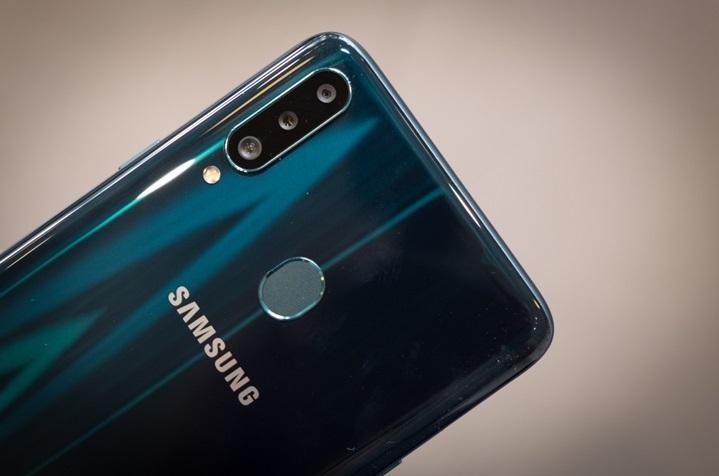 Galaxy A20s,3 camera,sạc nhanh,màn hình lớn