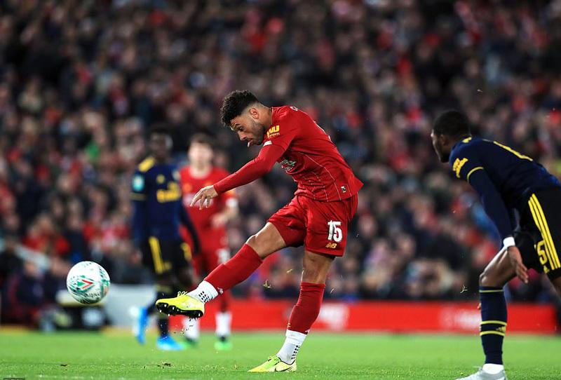 Liverpool thắng nghẹt thở Arsenal sau màn rượt đuổi điên rồ