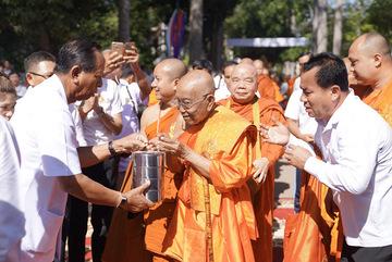 53 nhà sư kết thúc chuyến hành hương 2.400 km đường bộ ở Campuchia