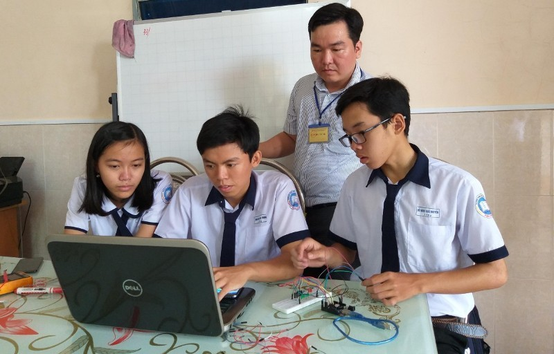 Học sinh chế tạo xe lăn cho người già, khuyết tật đoạt giải đặc biệt