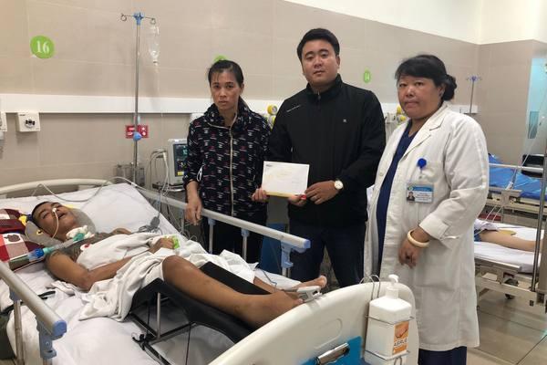 Trao hơn 22 triệu đồng đến em Đào Văn Thông bị tai nạn giao thông