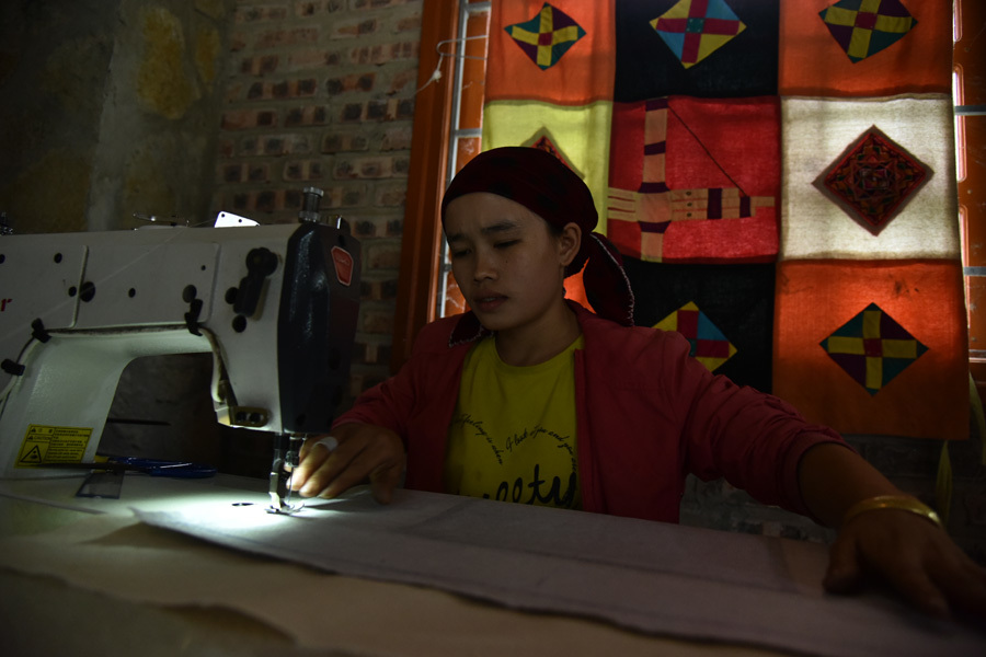Phụ nữ dân tộc Mông đổi đời nhờ Hợp tác xã Lanh Trắng