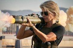Vợ cũ đạo diễn tỷ đô đóng phim hành động nặng đô ở tuổi 63