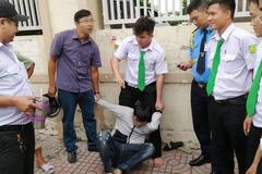 Phóng viên truy bắt kẻ cướp túi xách người đi đường