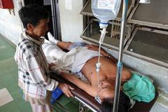 Cụ bà 80 tuổi bị dàn cảnh móc ví lấy 23 triệu trong bệnh viện