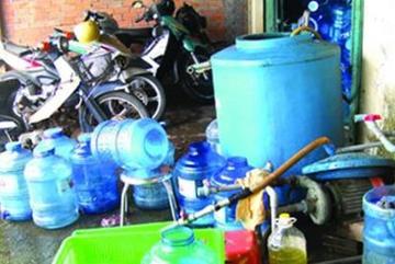 Sự cố ô nhiễm nước: Kinh hoàng nước bình siêu rẻ 'hô biến' thành nước sạch