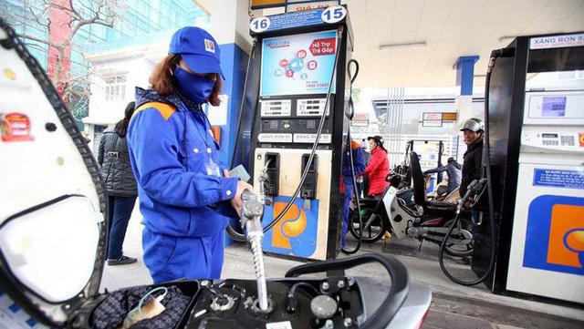 Hôm nay, giá xăng giảm xuống mức 10 ngàn/lít, thấp nhất 13 năm qua