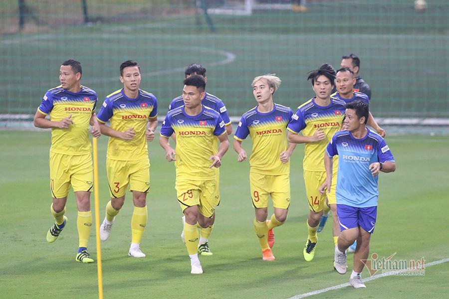 Đặng Văn Lâm trình diện thầy Park, tập sung chờ đấu Thái Lan