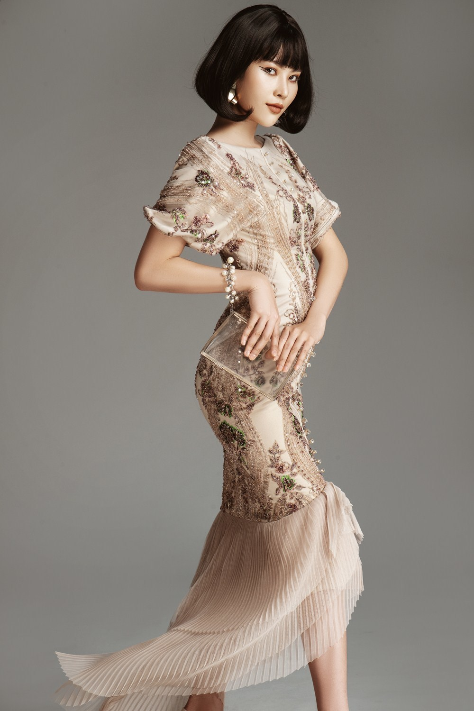Chị song sinh của Nam Em kiêu kỳ với váy đính 3500 viên pha lê