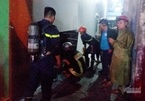 Phá cửa cứu 3 người mắc kẹt trong căn nhà cháy nghi ngút ở Đà Nẵng