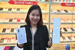 iPhone 11 chính hãng mở bán giá 21 triệu đồng, người mua thưa thớt