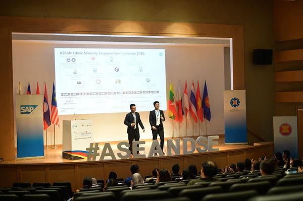 VN team wins ASEAN Data Science Explorers 2019