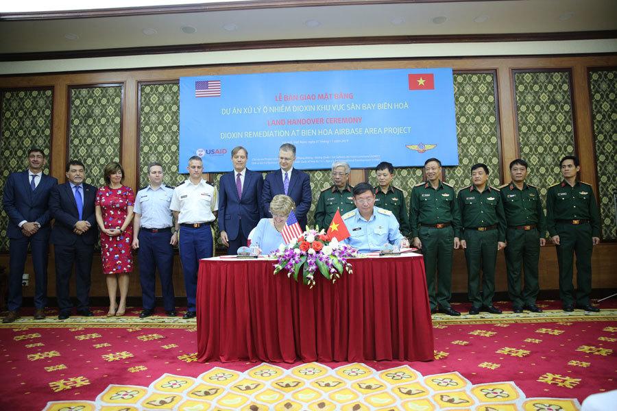 Nguyễn Chí Vịnh,Việt - Mỹ