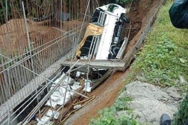 Xe tải lao xuống hẻm núi, 19 người Phillipines tử nạn