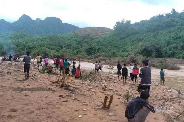 Băng suối trồng cây thuê, 1 phụ nữ ở Quảng Trị bị nước cuốn mất tích
