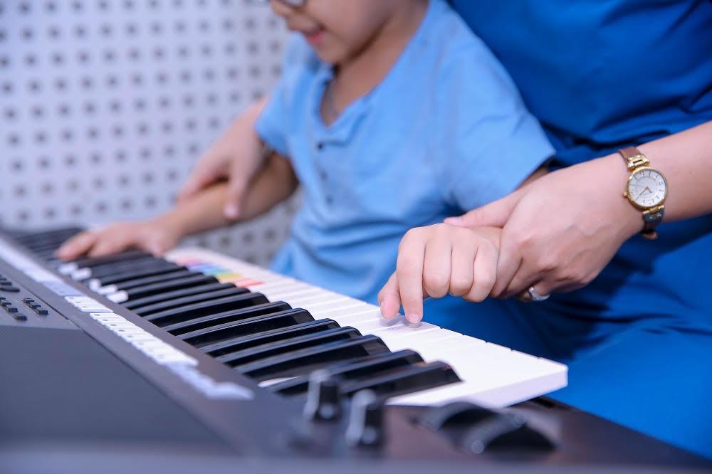 Trẻ tự kỷ đột biến gen có khó can thiệp cải thiện?