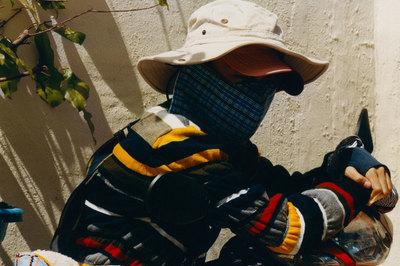 Chơi bạo, xe ôm Việt Nam diện quần áo hàng hiệu giá nghìn đô ra phố