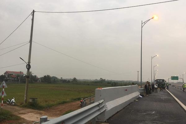 Người đàn ông bị tông chết khi đi bộ trên cao tốc Hạ Long - Hải Phòng