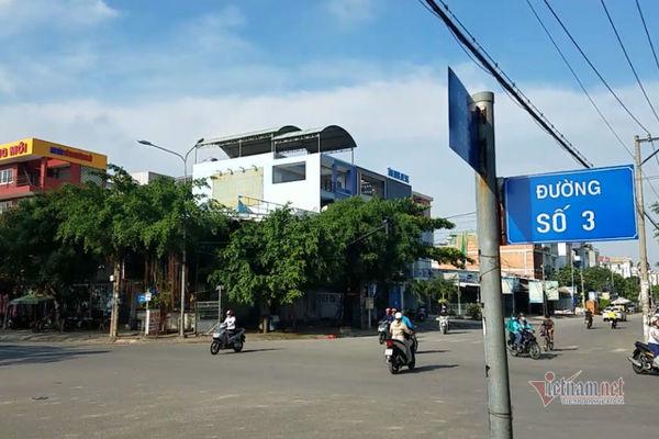 Can 2 cô gái đánh nhau trên đường Sài Gòn, 2 người bị đánh nhập viện, đốt xe máy
