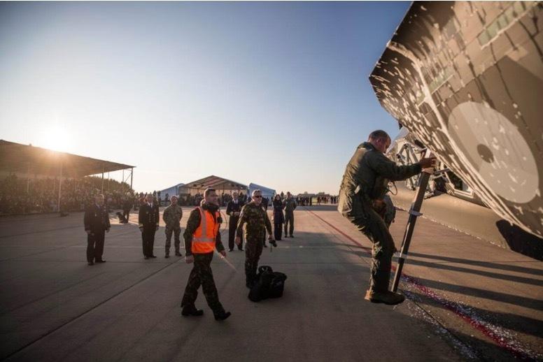 Hà Lan phun bọt chống cháy ăn mòn lên F-35A mới tậu