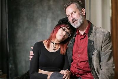 Cô gái sung sướng vì sở thích lập dị mà quen được 'ông chú' hơn 20 tuổi