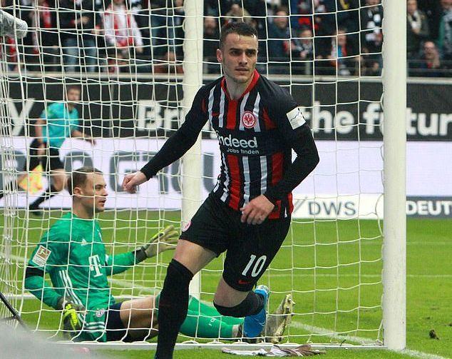 Bayern Munich thua sốc trước Frankfurt