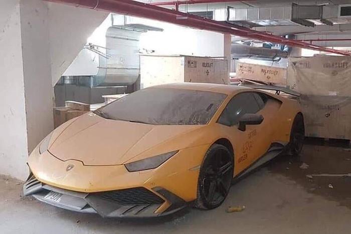 Xót xa những siêu xe 'bò vàng' Lamborghini bị bỏ xó