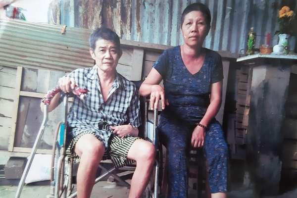 """Lo cho chồng bại liệt, người phụ nữ bị ung thư giai đoạn cuối chẳng dám """"buông xuôi"""""""