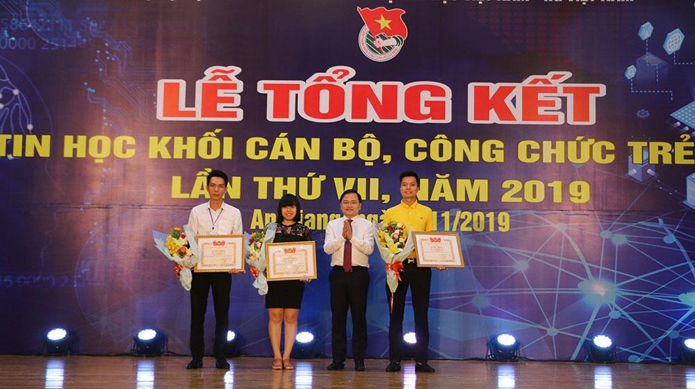 Trao giải Hội thi Tin học khối cán bộ, công chức trẻ toàn quốc năm 2019