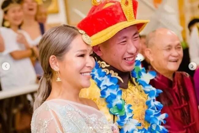 Vợ tỷ phú sòng bài vui mừng khi chồng chia tay siêu mẫu