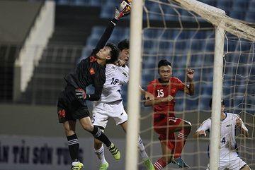 Chiêm ngưỡng pha cứu thua kinh điển của thủ môn U21 Việt Nam