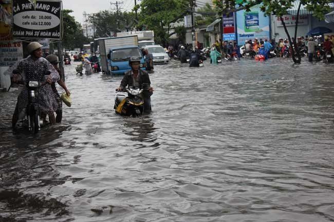 flooding in HCM City,HIGH TIDE,hcm city floods,social news