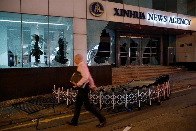 Hong Kong protesters trash Xinhua agency office in,WORLD NEWS,ASIA NEWS